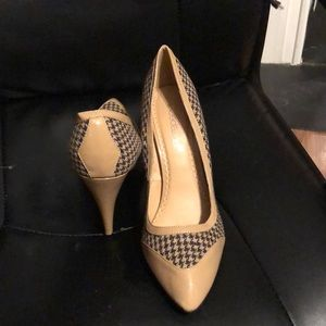 Hounds tooth heels beige and brown color. New